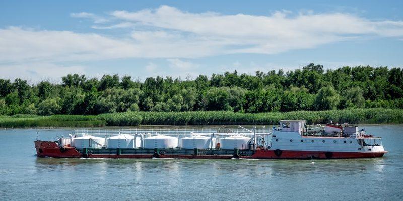 transporte-fluvial-buque-cisterna